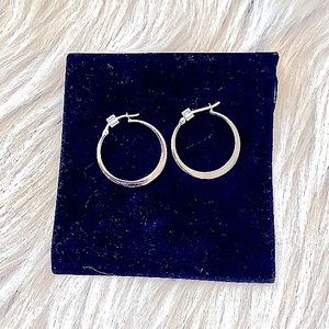 🆕Sterling 925s Stamped Pretty Clasped Close Hoops